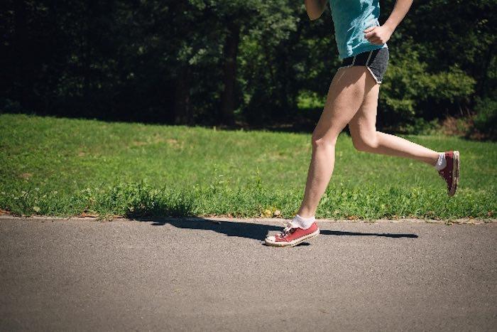 マラソン女性 ランニング2