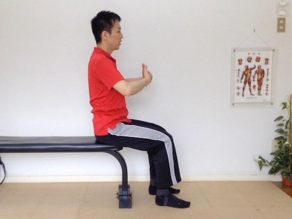 肩甲骨ストレッチ 菱形筋伸ばし 外転1