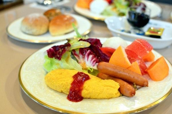 朝食、果物、ヨーグルト、パン1