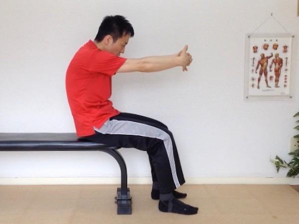 肩甲骨ストレッチ 菱形筋伸ばし 外転2