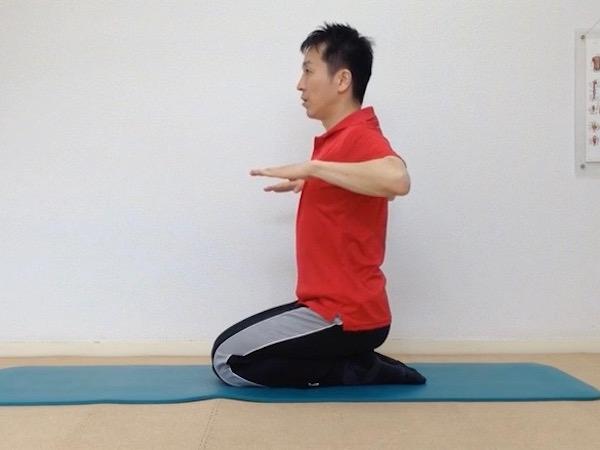 猫背解消、菱形筋トレーニング