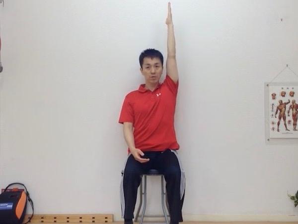 姿勢矯正、座り姿勢で腰伸ばし1
